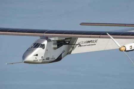 这架史无前例的新能源飞机顺利本地球上空日夜巡航