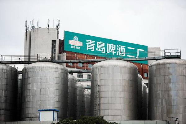 """走进青岛啤酒二厂品味膜过滤纯生啤酒""""鲜、活、净"""""""