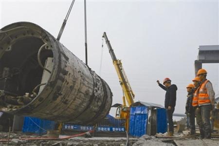 2018年2月1日,桃源水厂出厂管工程北外环支线25号沉井至22号接收井段总长1517米的DN2020供水主干管顶管顺利实现贯通。