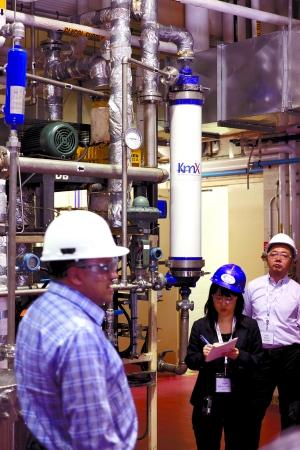Research Park试验工厂区展示的KmX生物燃料工业废水膜净化技术示范装置